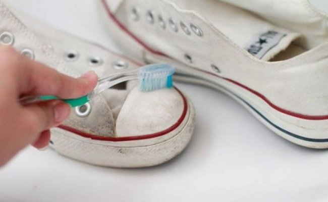 Sneakers and toothbrush2 ххх - 400.jpg